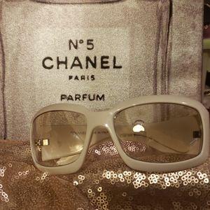 CHANEL WHITE  Sunglasses double CC